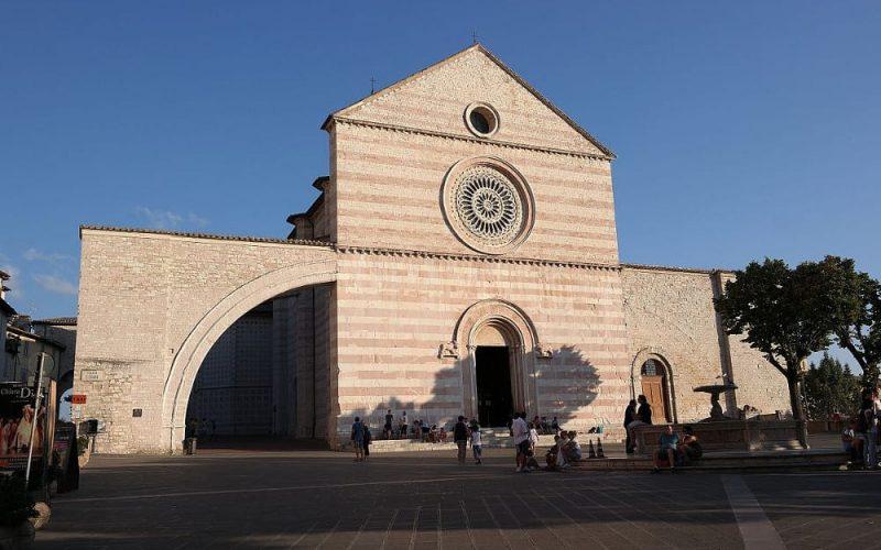 Assisi_-_Basilica_di_Santa_Chiara