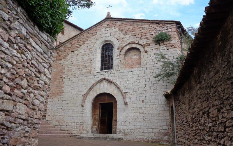 Chiesa_di_Santo_Stefano_(Assisi)_02